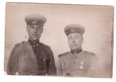 Бибик Михаил Павлович справа.
