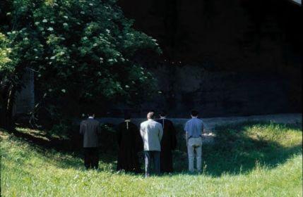 22.06.2001 года. Представители Русской Православной Церкви непосредственно у места, где погибали советские военнопленные.