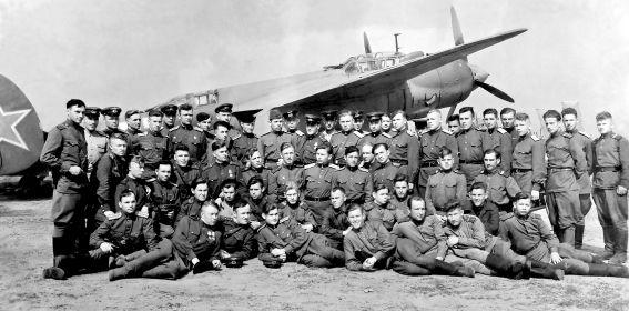 12 БАП 334 БАД. 1945. Познань. С комполка Кожевниковым В. А.  с Ту-2