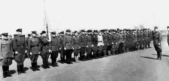 12 БАП 334 БАД. 1945. Познань. Польша. С комполка Кожевниковым В. А. Построение