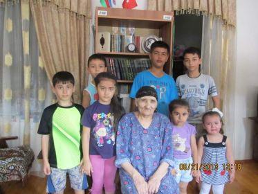 Зейналова Пурза Байрам кызы с правнуками
