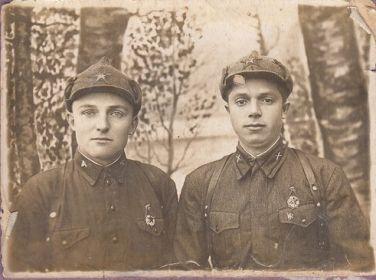 Шумских Петр Ефимович (слева)