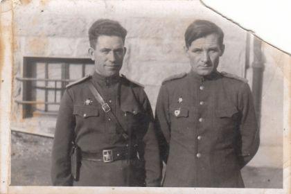 Семенов Сергей Тимофеевич (слева)