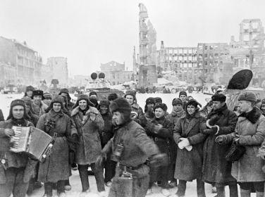Коновалов Евгений Васильевич ( в центре)