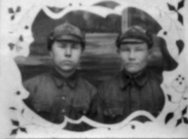 Колпаков Михаил Степанович (слева)