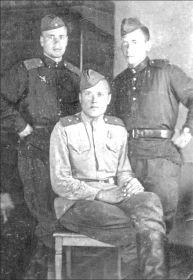 Снарский Алексей Емельянович (в центре)