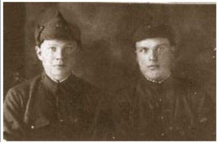 Петров Матвей Петрович (слева)