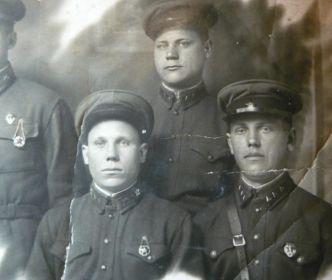 Подымаев Алексей Никитич (справа) 11 озад