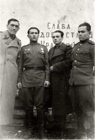 Татаринцев Н.Е. (1-й справа)