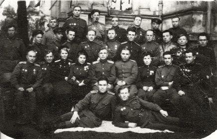Татаринцев Н.Е. (лежит слева)