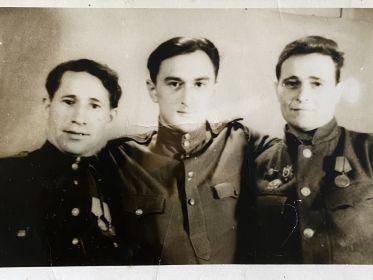 Желудков Евгений Васильевич (в центре)