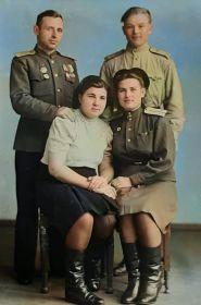 Демидов Михаил Иванович (слева)