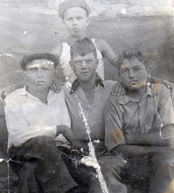 «Последнее лето детства»:     в Неизвестном солдате – снимки из архива воина-сибиряка