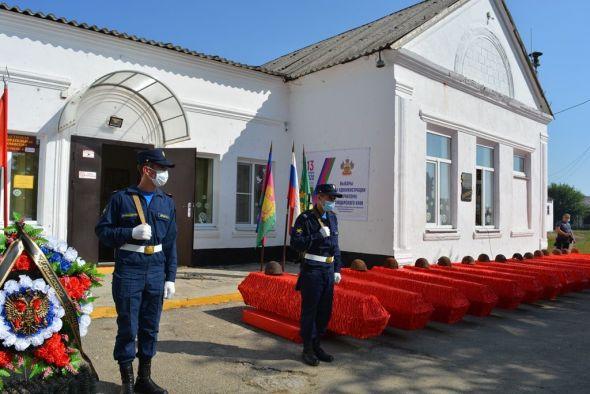 В Крымском районе состоялось захоронение останков 162 советских солдат