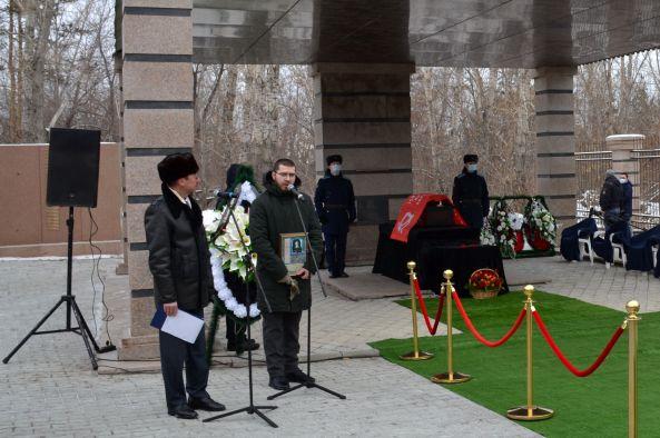 Останки южноуральского летчика Петра Еремеева с воинскими почестями захоронены на Родине Героя.