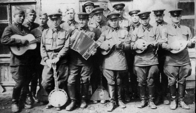 """«От вашего сына Васи и его друзей-""""лабухов""""…». Истории военных музыкантов"""