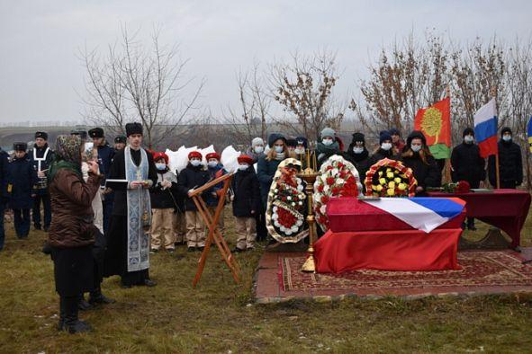 В Липецкой области перезахоронили героя-санинструктора, вынесшего из-под огня 19 человек
