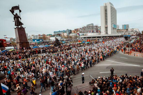 """В строю """"Бессмертного полка"""" прошагало более 35 тысяч жителей Владивостока"""
