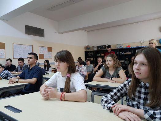 Учащиеся школы при Посольстве России в Румынии оказывают помощь