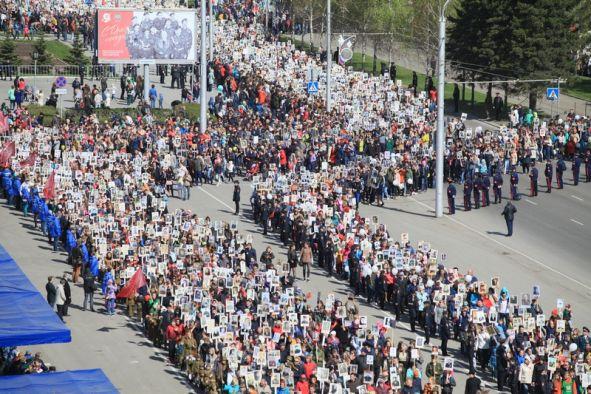 """Юбилейное шествие """"Бессмертного полка"""" прошло в Барнауле"""