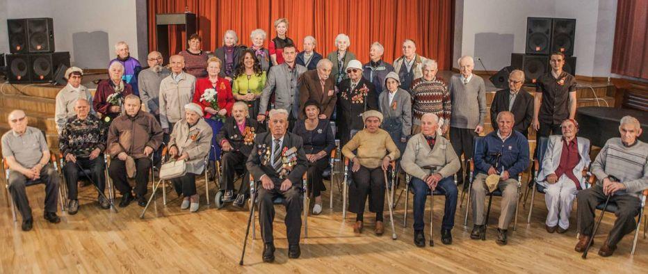 Дом Москвы и молодежный театр поздравили ветеранов показом военного спектакля «Голоса»