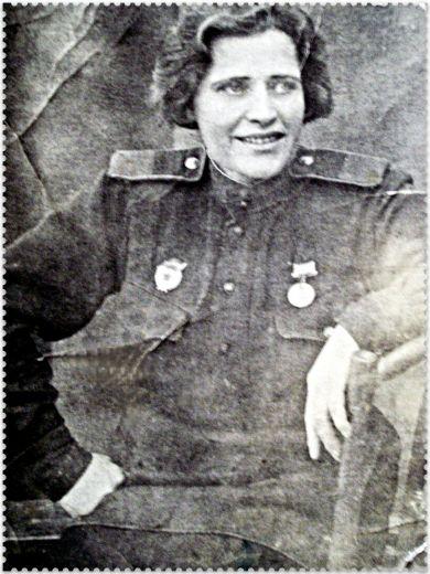 Комарова (Петриченко) Евдокия Петровна