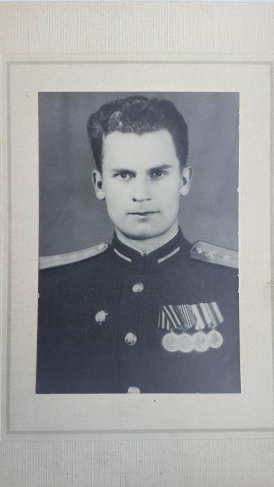 Тарасов Лев Дмитриевич