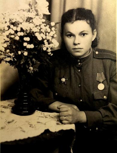 Яблонская (Лебедева) Валентина Константиновна