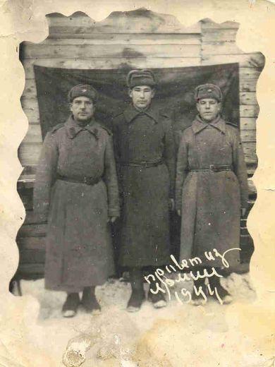 ПЕТРОВ СТЕПАН ГРИГОРЬЕВИЧ (слева),1900 г.р.