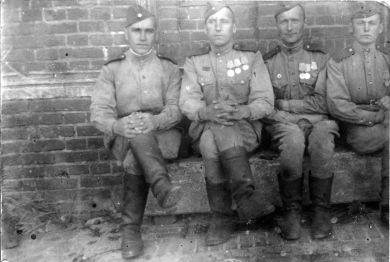 Буров Федор Васильевич (слева)