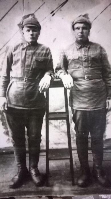 Сапегин Терентий Антонович (слева)