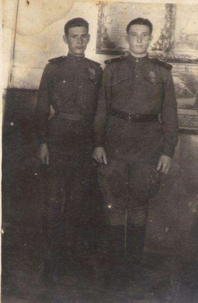 Чуйко Николай Федотович (справа)