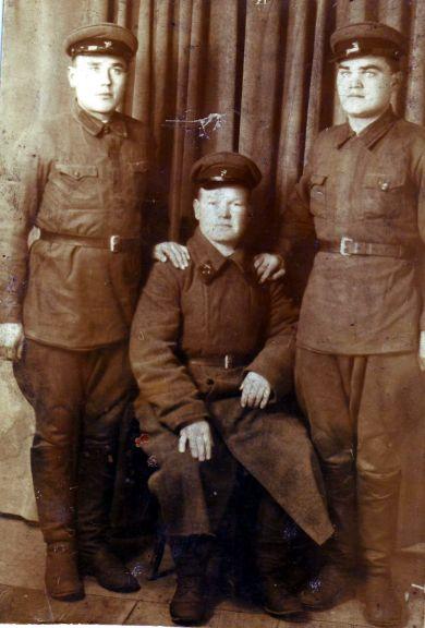 Артёменко Пётр Мартынович (слева)
