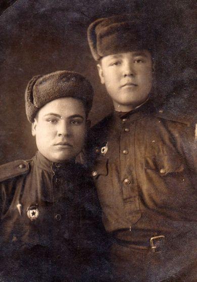 Пшеничников Анатолий Петрович (справа)