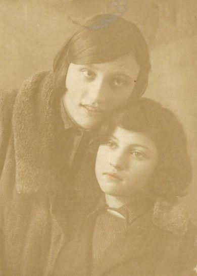 Зина Лахонина и Нина Маесеева (Моисеева?)
