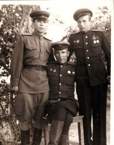 Предположительно офицеры 913 артполка 1945-1947