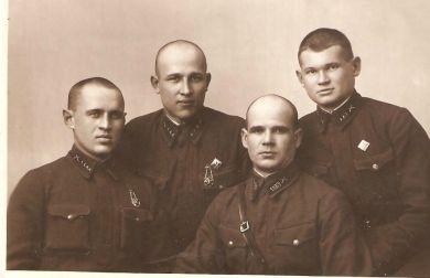 Курсанты  1го Ленинградского артучилища.