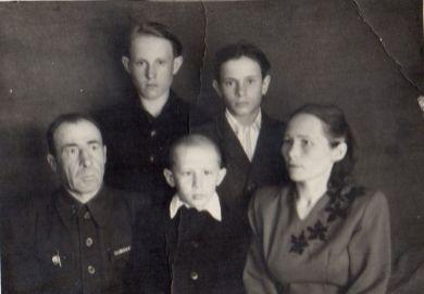 Неизвестная семья