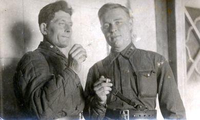 Трощенко Дмитрий Александрович (справа)