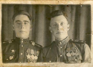 Василий (слева)