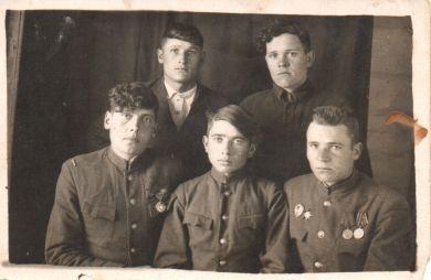 Комаров Александр (справа в первом ряду)