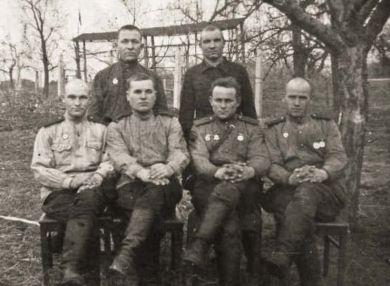 Товарищи по военной службе Карлова Николая Васильевича