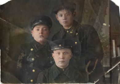 Манцеров Дементий Сергеевич (сидит)