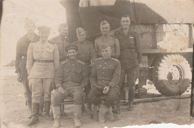 Литвинов Пантелей Мартынович (справа)
