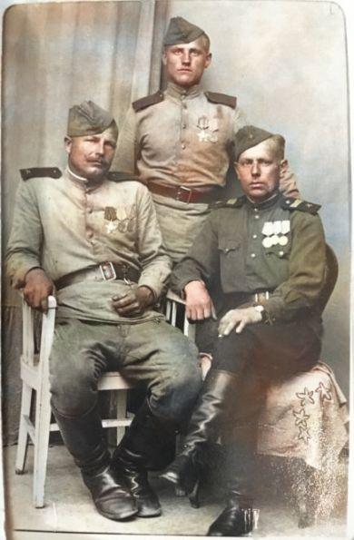 Васильев Сергей Максимович (справа)