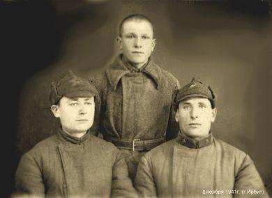 Дьяченко Андрей Семенович (слева), Лабутин (справа), Сайгутин (В центре)