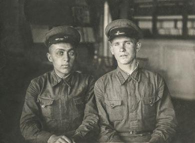 Симонов Николай Владимирович (справа)
