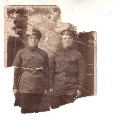 Скрынник Павел Павлович (справа)