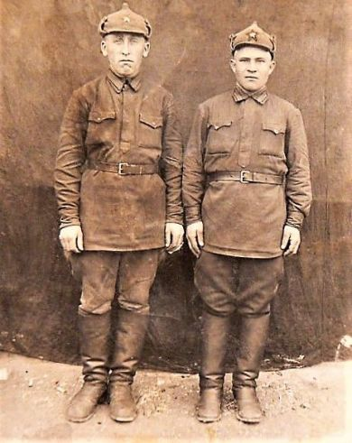 Пажинский (слева)