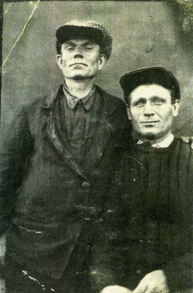 Журжин Варфоломей Григорьевич (слева)